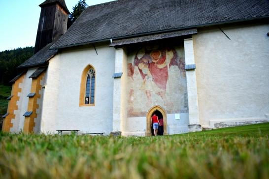 Spotnight du soir en Autriche, à côté de la chapelle Saint Maria vers Villach, juste au pied du WurtzenPass et de son musée des bumkers.