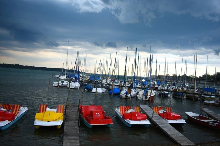 Le Chiemsee avant la pluie. Le plus grand lac de Bavière.