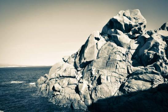 Voici le dernier spot de grimpe des vacances. Escalade au dessus de l'eau. Un beau rocher, du bon granit qui colle au chausson et un lieu incroyable