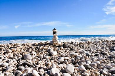 Beau Calcaire, belle plage. Bienvenue à la Spiaggia di Cala Fuili. Ce sera notre endroit pour un reveillon en famille