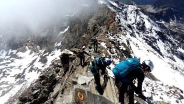 Nous sommes partis de l'arrivée télésiège à 2240 m pour monter au refuge à 3600 m