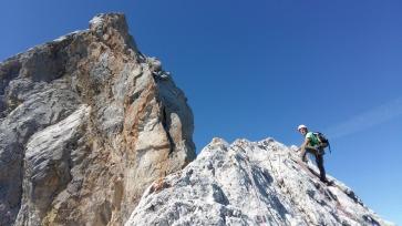 Les dernières longueurs. avant le sommet, la fameuse longueur en 6...