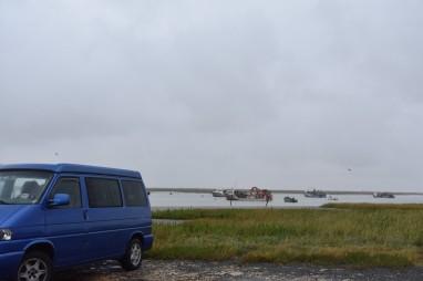 Et repas au bord de la mer sur le port de Charron avec vue sur la Baie de Charron et l'embouchure de La Sèvre Niortaise