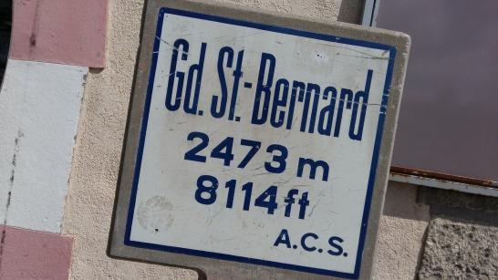 Et deja le retour pour certains du groupe. Nous passons pas le Col du Grand St Bernard pour une pause en altitude.