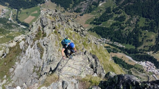 Direction le sommet de la via de Valgrisanche Becca dell'Aouile.