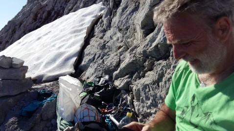 C'est parti pour l'arête du Doigt, 250 m d'escalade D 5c>5a A0, 11 longueurs. Dernière longueur en 6c/A0