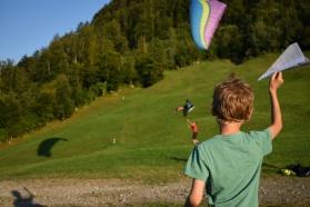 Un soir vers le lac Sihlsee et d'une zone de décollage de parapente